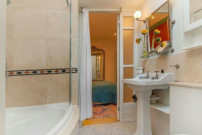 En Suite Bathroom vi