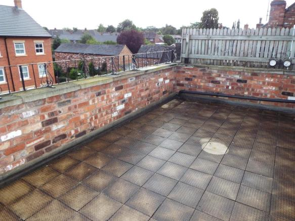 Paved roof top garde