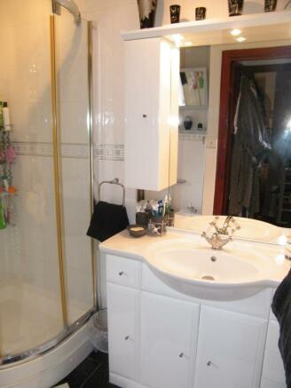 L Shaped Shower Room