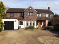 5 bed Detached home in Parkland Close, Chigwell...