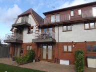 2 bedroom Flat in Woodside Court...