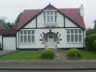 4 bed Bungalow in Parkway, Seven Kings...