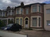 1 bedroom Flat in Kingswood Road...
