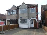 Maisonette in Cherry Tree Lane, Rainham