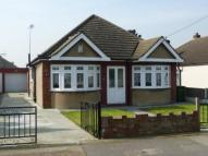 Bungalow in Lake Avenue, Rainham