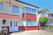 3 bedroom End of Terrace house in Albany Road, Romford