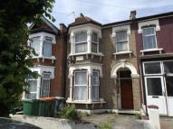 2 bedroom Flat in Second Avenue, Manor Park