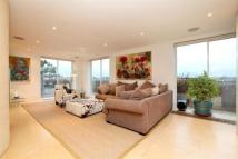 3 bed Flat in Savoy Court...