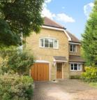 4 bedroom Detached house in Manor Road North...