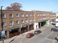 3 bedroom Flat in Leatherhead, Surrey