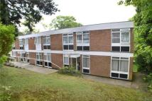2 bedroom Flat in The Pines, Purley