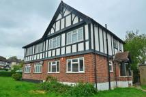 2 bed Ground Flat in Goring Way, Greenford...