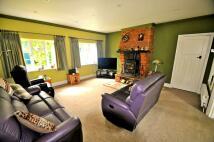 4 bedroom Detached property in Ferry Lane, TW19