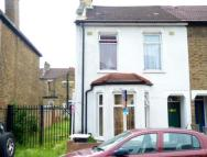 3 bedroom End of Terrace house in Oaklands Road, London, W7