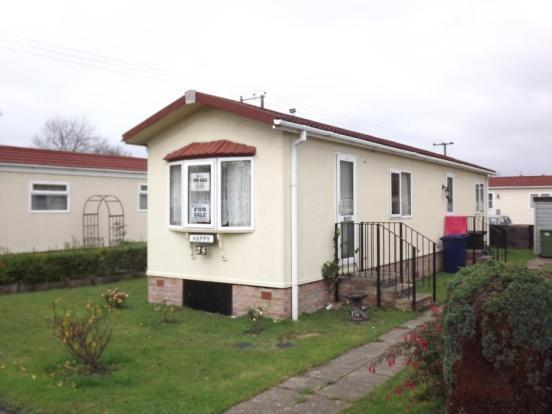bedroom mobile home for sale in willow way st ives cambridgeshire