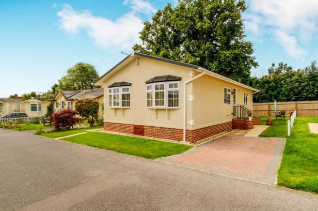 2 Bedroom Mobile Home For Sale In Six Bells Park Woodchurch