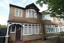 3 bedroom End of Terrace home in The Woodlands, London