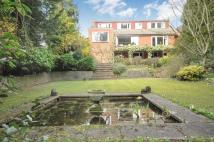 5 bed Detached property in Manor Way, Purley