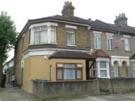 1 bedroom Flat in Grosvenor Road, London...