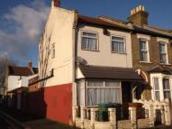 2 bed End of Terrace house in Napier Road, London