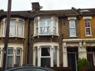 2 bedroom Flat in Warren Road, London