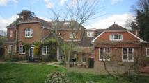 6 bedroom Detached house in Grattons Drive, Crawley...