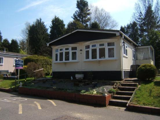 2 Bedroom Mobile Home For Sale In Partridge Place Turners Hill Park West Sussex RH10