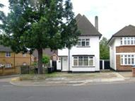 5 bedroom Detached house in Chase Road, London, N14