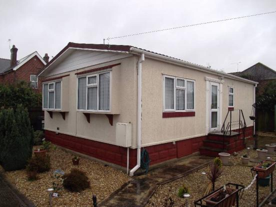 2 Bedroom Mobile Home For Sale In 18 Barnes Road Ensbury Park