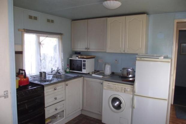 1 Bedroom Mobile Home For Sale In Doveshill Park 18 Barnes Road Bournemouth Dorset BH10