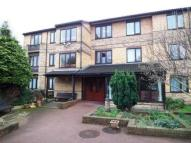 1 bedroom Flat in Oak Lodge...