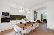 2 bedroom Apartment in Salusbury Road, London, ...