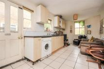 3 bedroom house in Glengall Road, London...