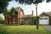 2 bedroom Detached house in Totteridge Common, London