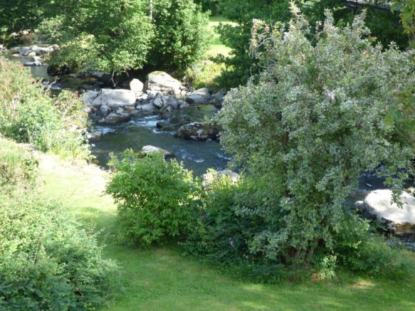 Garden And River Vie