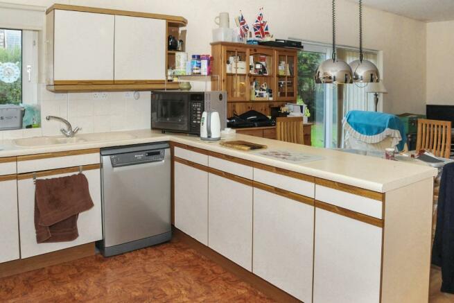 Kitchen/Breakfast/Fa