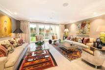 5 bed Terraced house for sale in Warriner Gardens, London...