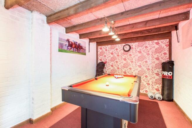 Garage/Bar
