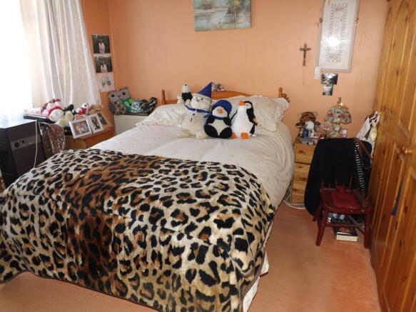 Bedroom 1 (into bay)