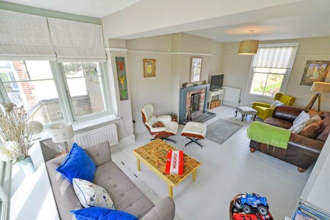 Living Room (into ba