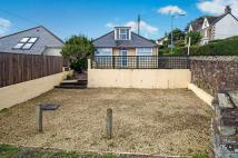 Bungalow in Lower Hillcrest...
