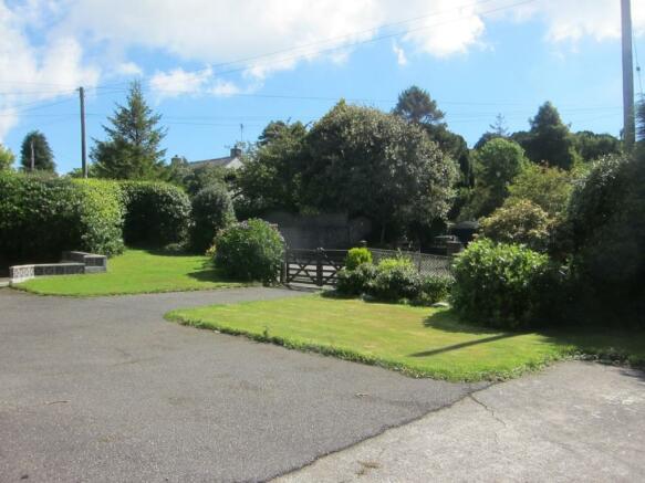 Front Garden and Par