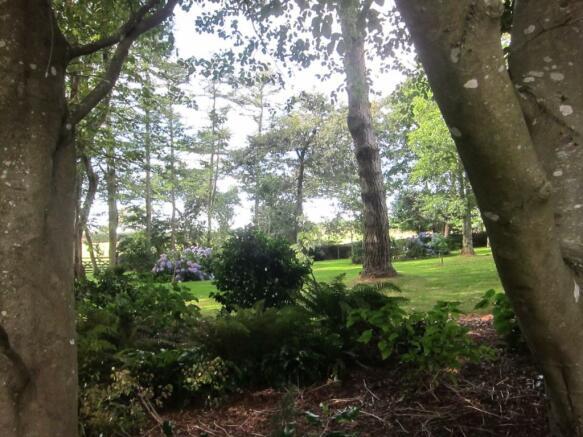 Abuts Woodland Garde