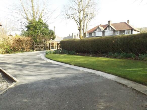 Driveway/Front Garde