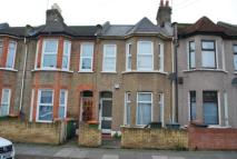 2 bedroom Flat in Caistor Park Road...
