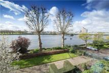 4 bedroom Flat for sale in Rivermead Court...