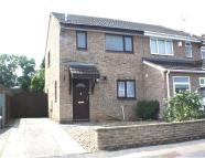 3 bed semi detached house to rent in Southfield Close...