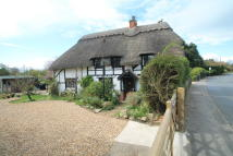 3 bed Cottage in Lower Street, Quainton...