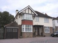 4 bedroom Detached house to rent in Marlpit Lane, Coulsdon