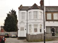 Studio flat to rent in Bowes Road